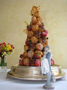 450px-Croquembouche_wedding_cake