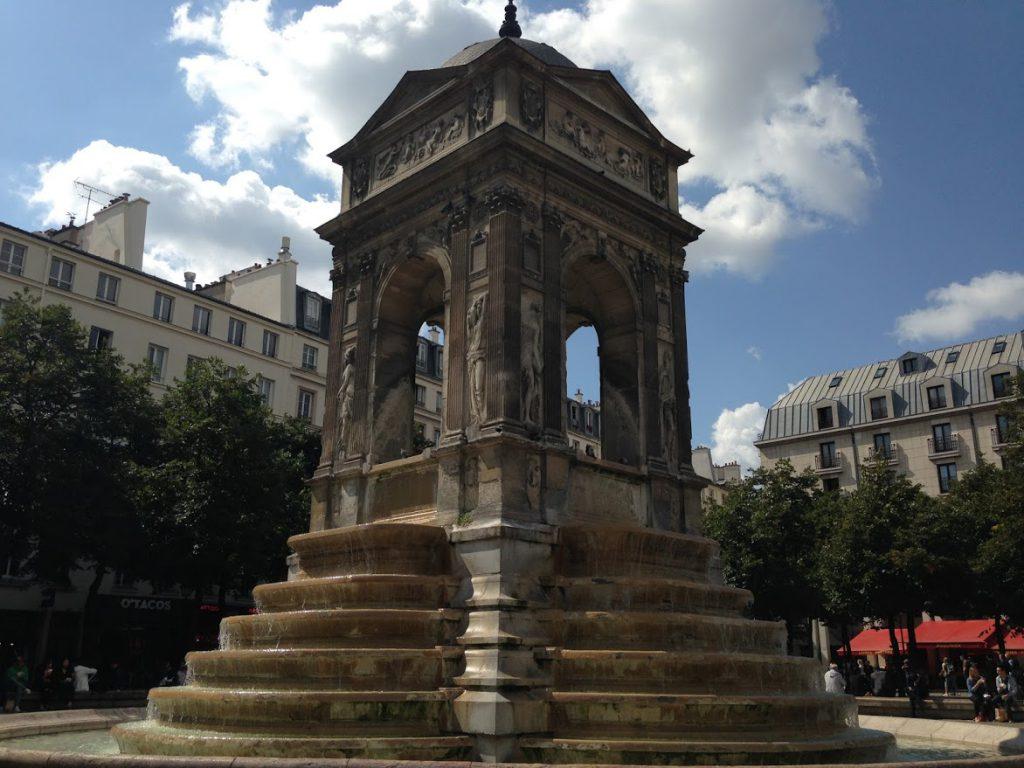 Praça dos Inocentes, local do antigo Cemitério dos Inocentes Paris