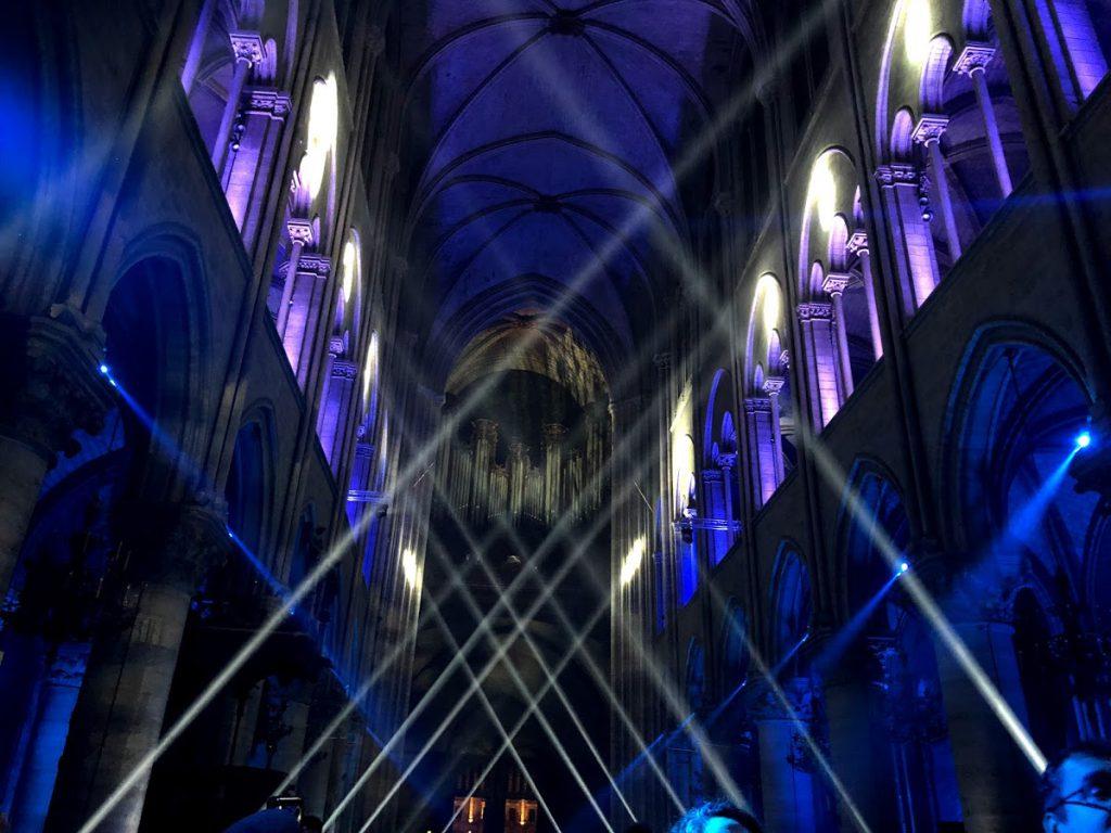 Dame de Coeur , interior da Notre Dame de Paris