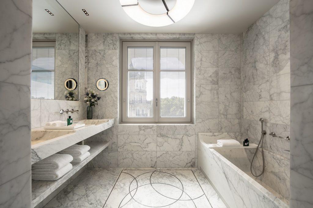Banheiro suíte Hotel Lutetia Paris